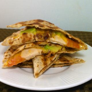 recetas-desayuno-quesadillas-de-pollo-aguacate-y-espinaca_2