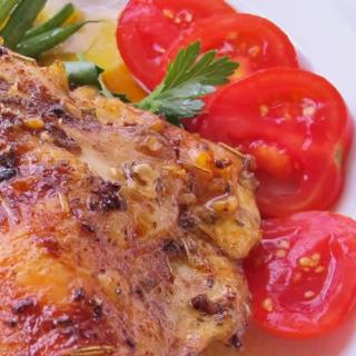 pechuga de pollo con tomatitos