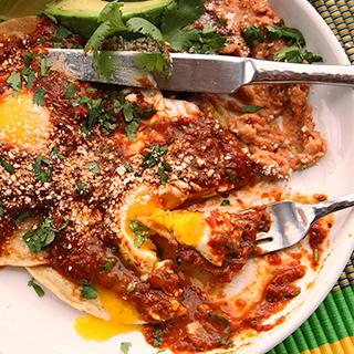 Huevo con Salsa de Chiles Asados